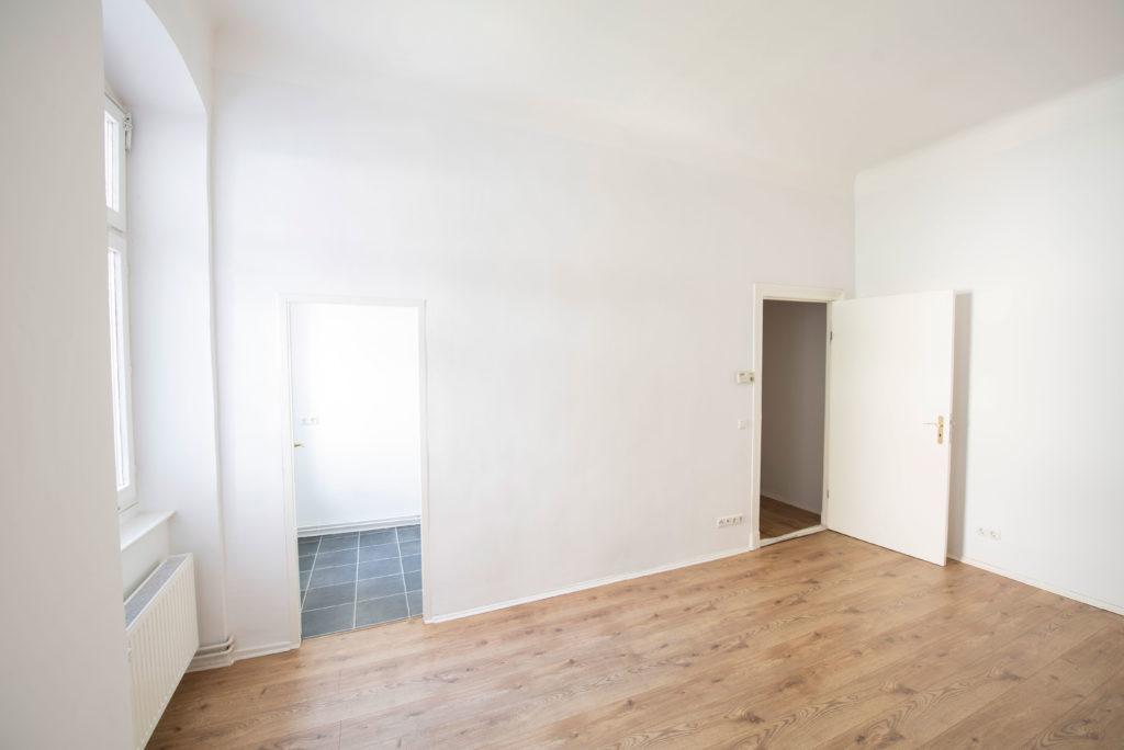 Wohnzimmerblick-in--Kueche